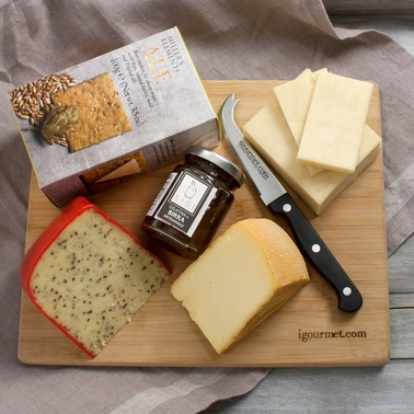The Gourmet Market Beer Cheese Gift Board