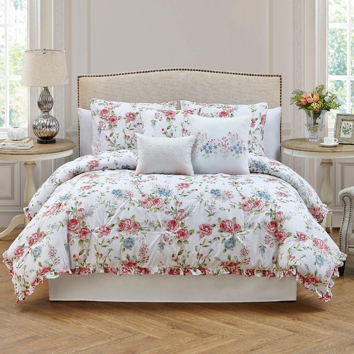 Roslyn Bedroom Furniture Set: Roslyn 7 Pc. Comforter Set