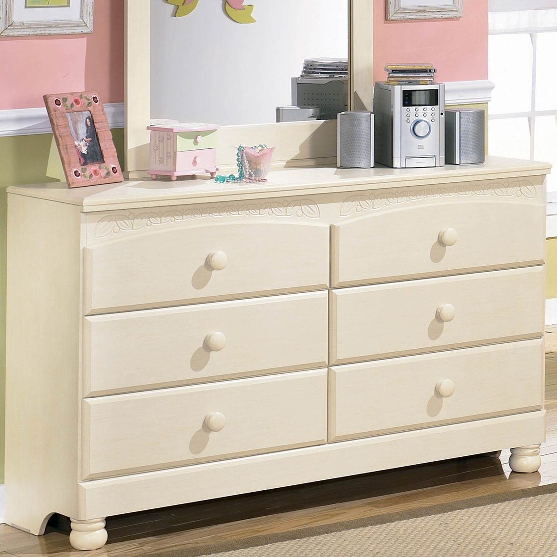 Signature By Ashley Cottage Retreat Dresser Dressers