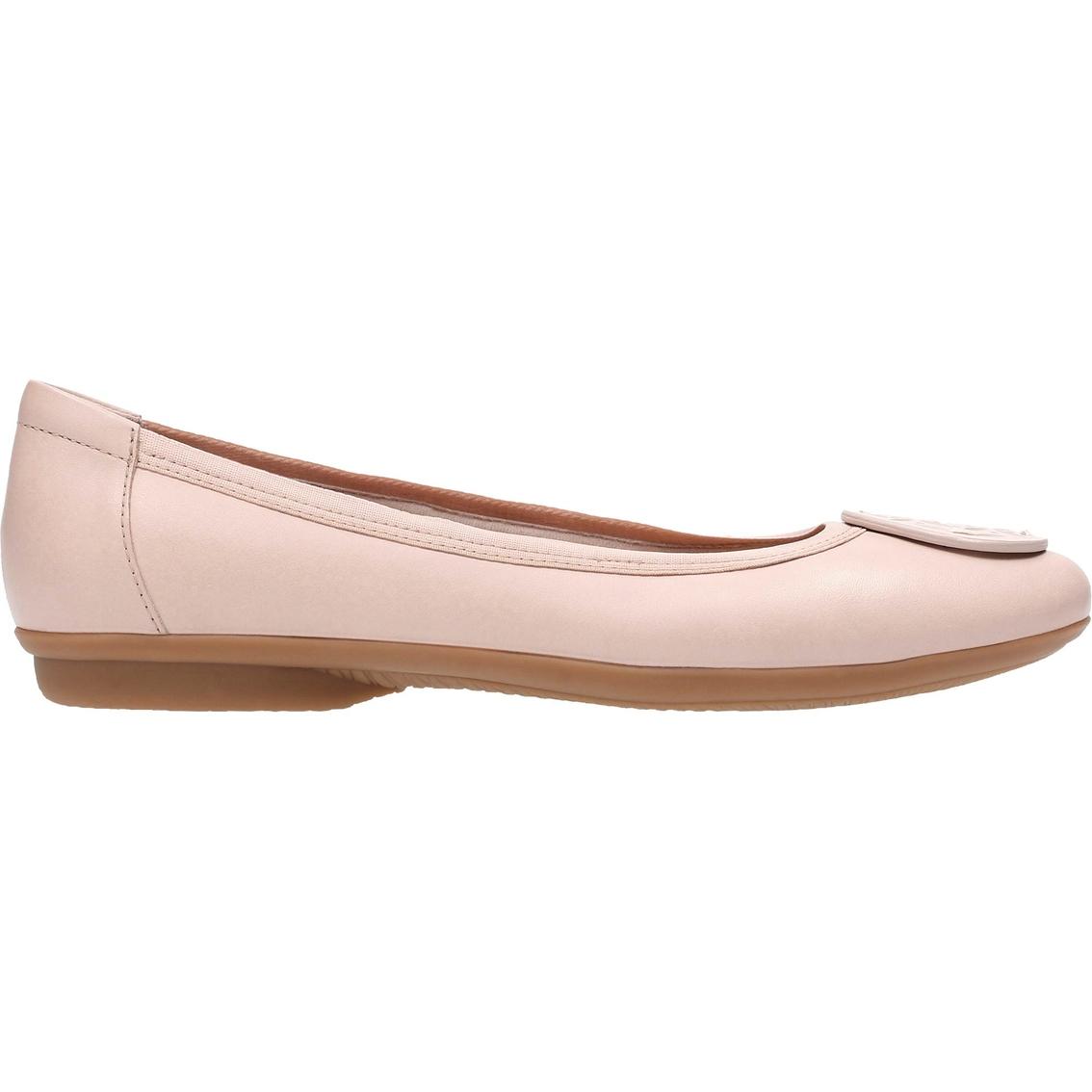 7218cd230206 Clarks Gracelin Lola Comfort Flats